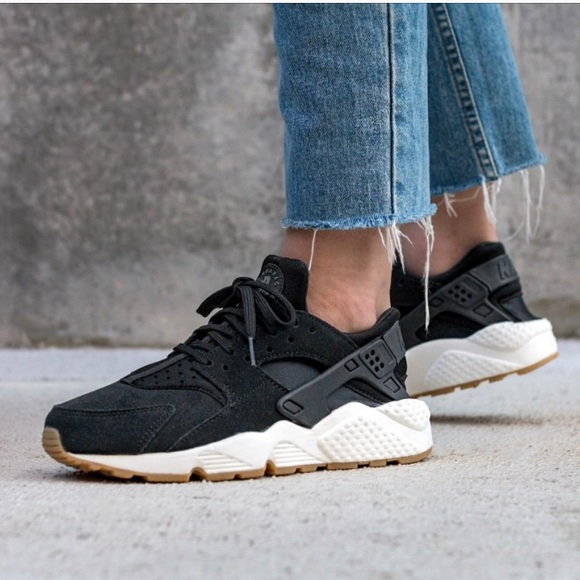 Nike Air Huarache Run Suede Black Deep White W NWT